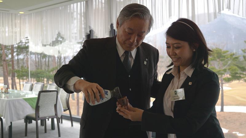 Encuentro con el alcalde de Otama mura, Yoshikazu Oshiyama. Foto: Soledad Uchima.