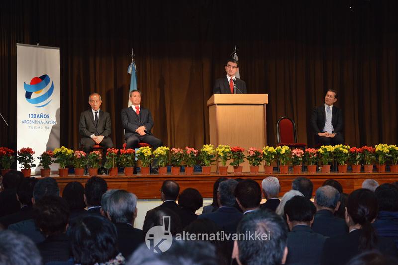 Tarō Kōno, Ministro de Relaciones y Asuntos Exteriores del Japón, se reunió con la comunidad nikkei en la argentina.