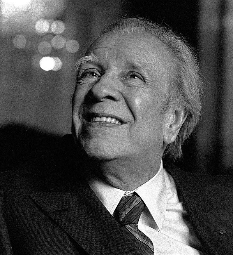 Los espejos fueron uno de los objetos que aparecen más recurrentemente en toda la prosa y poesía de Jorge Luis Borges, al mismo nivel que los laberintos, el tiempo, los sueños, el destino y el tigre, por ejemplo.
