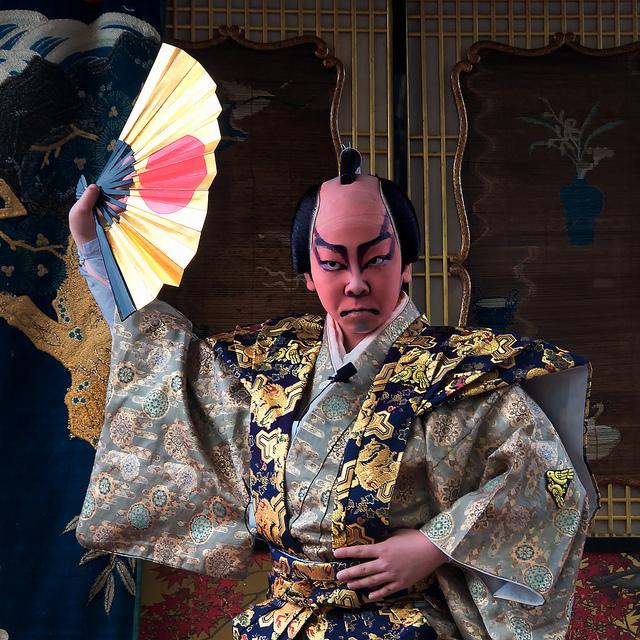 "El guerrero Kumagai Jiro Naozane de la obra ""Ichi-no-Tani Futaba Gunki"" actuada por un niño de 12 años en el teatro kabuki infantil del Festival de Nagahama."