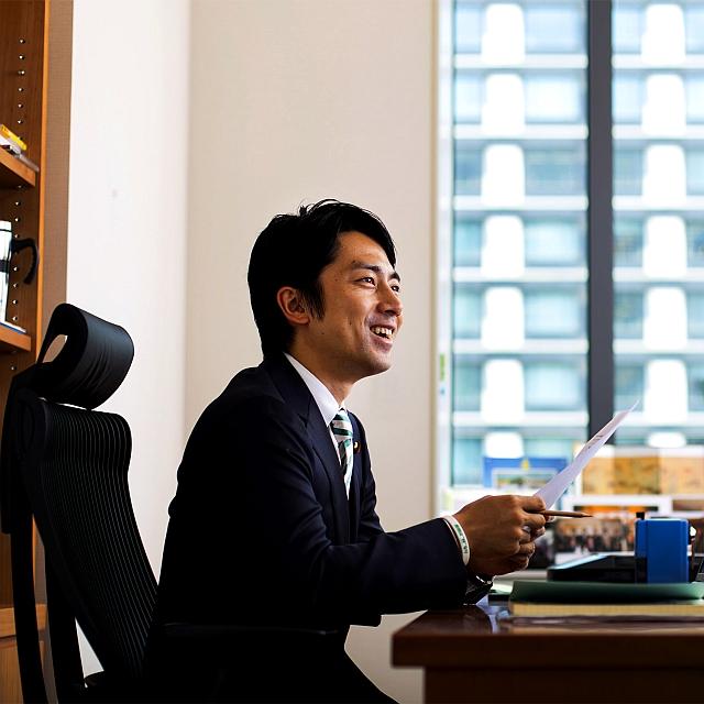 shinjiro koizumi at office 640x640