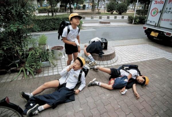 """Escenas de humor con niños de primaria de Osaka. Parte de la serie """"Danshi"""""""