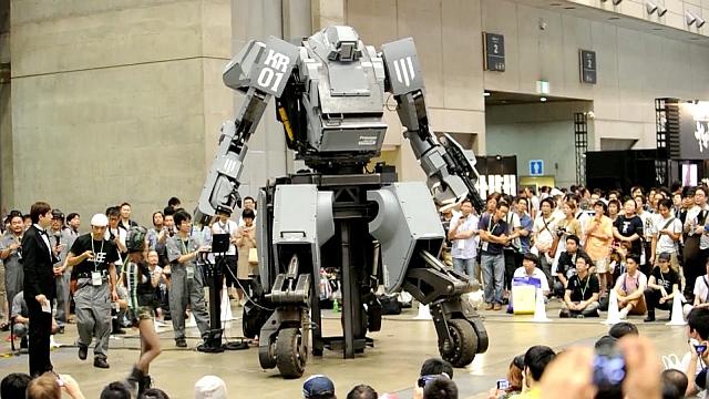 Kuratas en una presentación pública en plena calle japonesa.