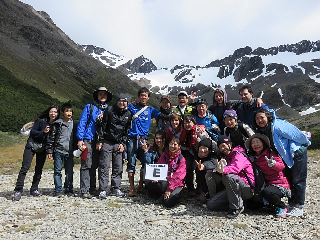 Disfrutando del trekking por el Glaciar Martial en Ushuaia, Argentina.