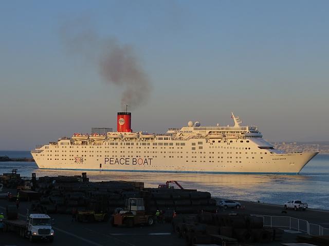 IMG_1392 Barco de Peaceboat 72dpi