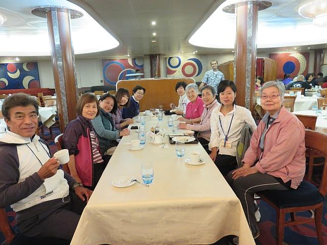 """Mónica junto a los participantes voluntarios  -llamados """"mizupa""""- que colaboraron con ella durante el viaje."""