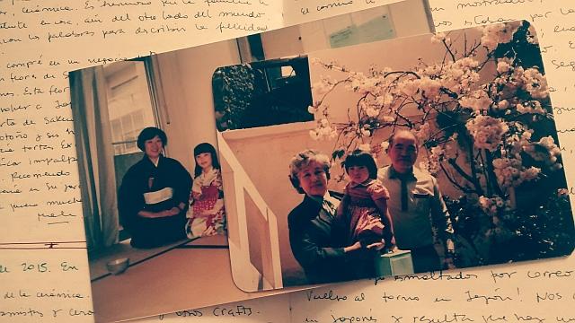 Recuerdos de la infancia: Malena con sus abuelos, la ceremonia del té y el árbol de sakura.