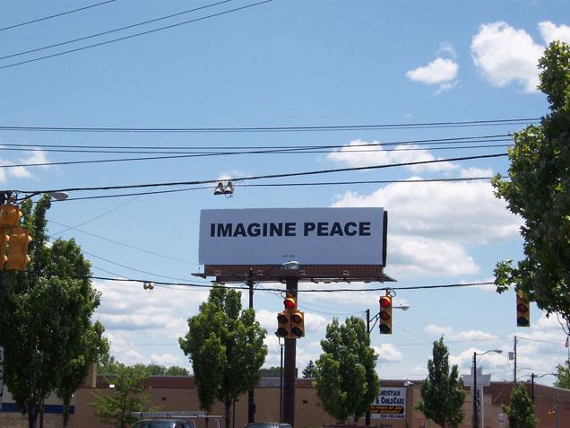 IMAGINE PEACE Billboard, 2007 Youngstown, Ohio. Foto: cortesía Kevin Concannon