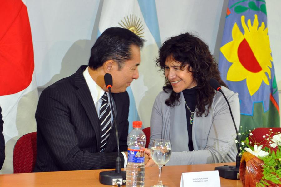 El Embajador del Japón en Argentina, Dn Noriteru Fukushima y la Sra. Ministra de Salud, Zulma Ortiz. Foto gentileza de la Embajada del Japón en la Argentina.