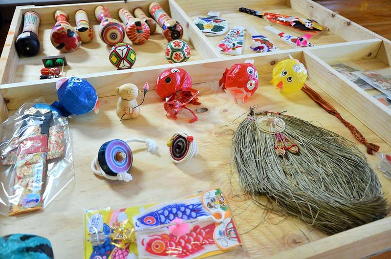 Juguetes tradicionales de origen japonés. Foto gentileza de Mario Guardia-Hino Galleguillos