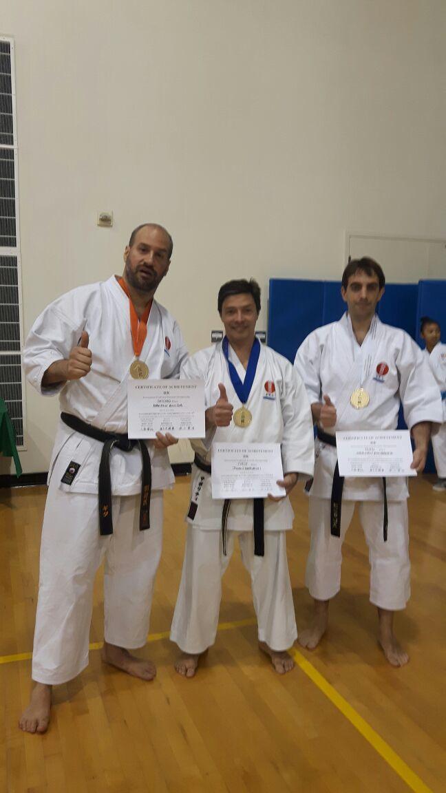 Medallas y diplomas para los tres argentinos en el torneo de karate por estilos.