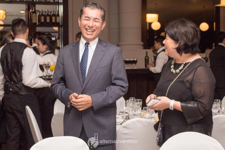 El Embajador del Japón en la Argentina, Noriteru Fukushima, estuvo presente en la cena por el aniversario de los 100 años de AJA. Con Ana Serei de Tamashiro, Directora de Alternativa Nikkei. Foto: tbo