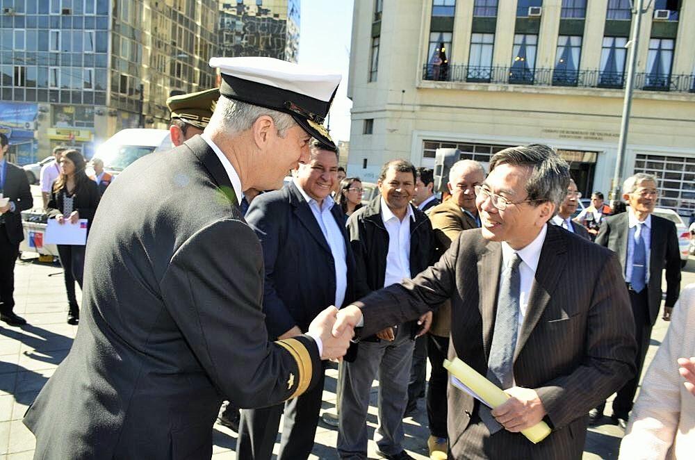Contraalmirante; Patricio Carrasco y El Embajador de Japón en Chile; Naoto Nikai (PH: Mario Guardia-Hino G).