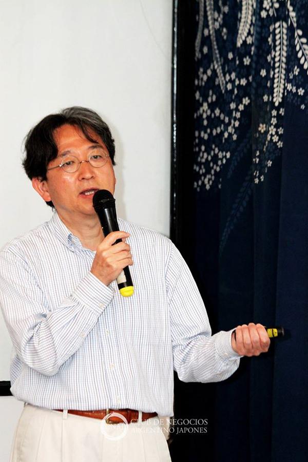Lic. Motokazu Sakuma durante charla de e-Commerce en Argentina y Japón durante encuentro con el Club de Negocios Argentino Japonés (CNAJ). Foto: Mario Nakazato