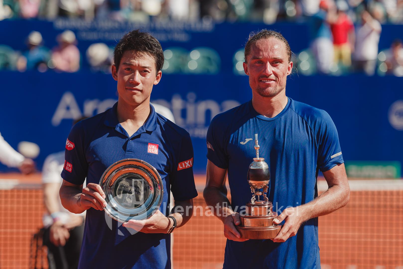Nishikori con el trofeo de subcampeón y Dolgopolov con la copa de campeón / Foto: Jason Kung Web de Jason Kung: http://jasonkphoto.com/web/ FB Page: https://www.facebook.com/jasonkphotostudio/