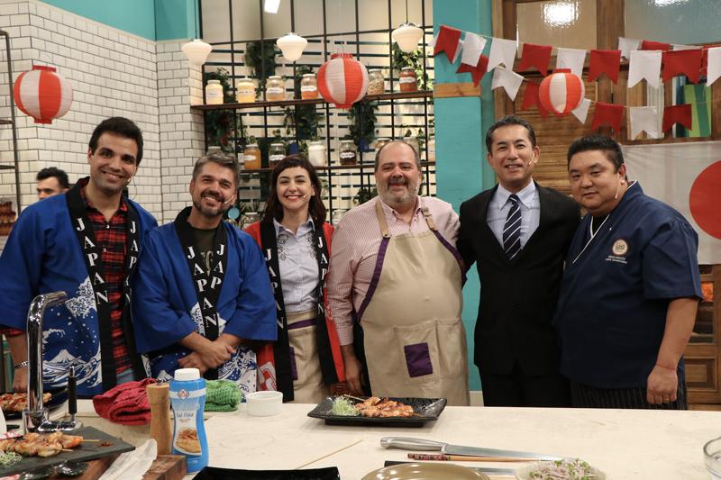 """Durante la celebración en el programa de """"Cocineros Argentinos"""". Foto gentileza Embajada del Japón en la Argentina."""