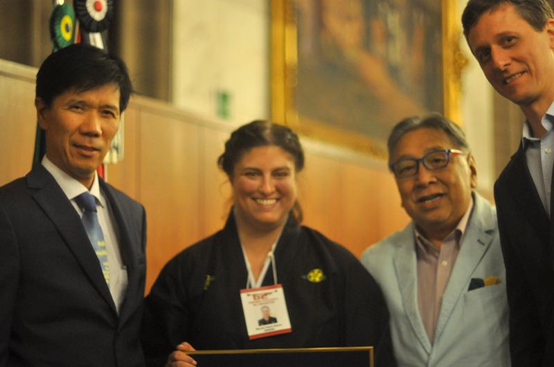 Sensei Jorge Kishikawa, Marina Saieva, Dr. Raul Takaki (Fundador del Diario Nippak de Brasil) ySempai WenzelBöhm. Foto Gentileza Marina Saieva.