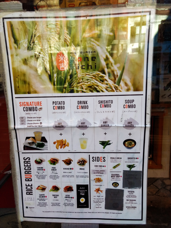 """Menú de comida fusión en """"Yone Kichi Rice Burger"""". Foto: Delfina Virasoro."""