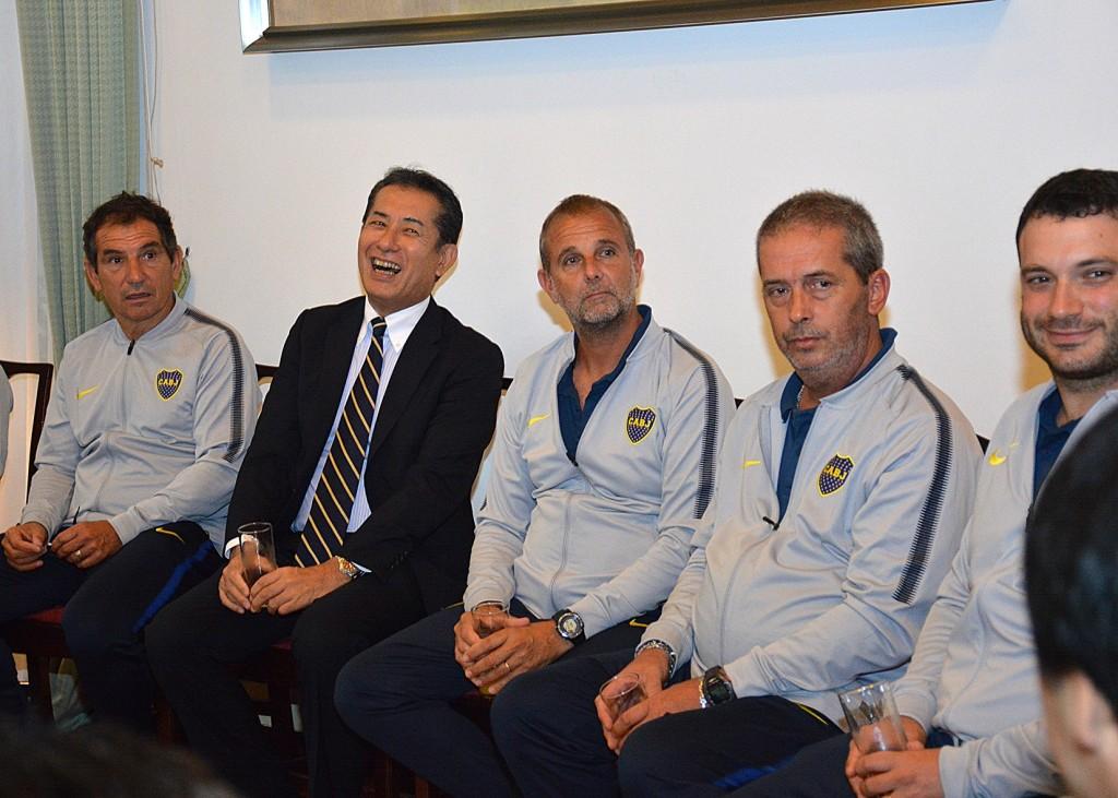 El Club Atlético Boca Juniors fue invitado a la Residencia del Embajador del Japón en la Argentina, Dn. Noriteru Fukushima, tras su participación en el torneo sub-14 de Tokio. Foto: Adrián Higa